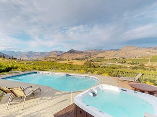 Secluded home w/lake view, hot tub, seasonal pool & spacious yard