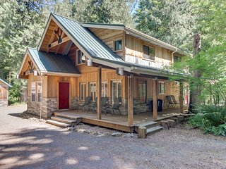 Modern, warm cabin w/secluded location, private hot tub & deck!