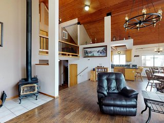 Lofty home w/ private deck & porch swing - two miles from Shaver Lake!