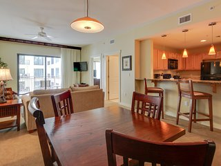 Updated condo w/ lovely ocean views, shared pool, hot tub, & more!