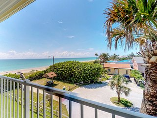 Waterfront getaway w/shared heated pool, picnic area & beach access