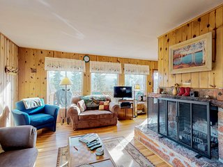 Dog-friendly cabin w/view of Pikes Peak, walk to downtown