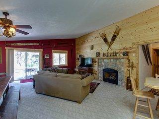 Dog-friendly woodland cabin w/ vintage decor, near downtown McCall!