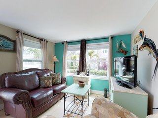 Cozy bayfront cottage with free WiFi near beaches and more