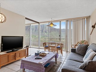 NEW LISTING! Oceanview condo with shared pool & hot tub, golf & beach nearby