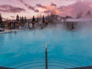 Roomy condo near Dollar Mountain w/ shared hot tub & pool
