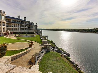 Dog-friendly, waterfront condo w/ shared pools, hot tubs, tennis, & gym