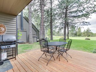 Dog-friendly Sunriver condo w/ great location & view, SHARC passes!