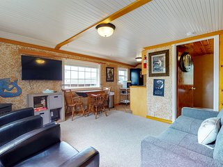 NEW LISTING! Cozy Nye Beach bungalow near the beach, in unbeatable location
