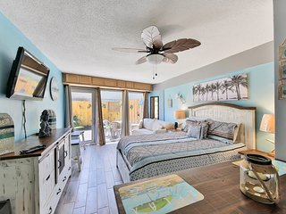 NEW LISTING! Gorgeous beachfront condo w/ patio & shared pool!