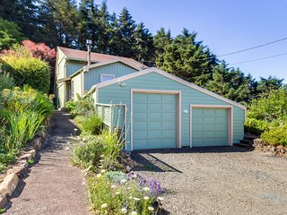 Ocean view home w/ private deck & grill, close to ocean path & Otter Crest Loop!