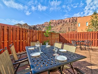 Two-story, family-friendly desert oasis with mountain views, private hot tub