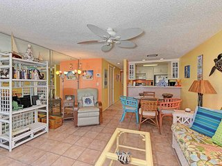Oceanview condo w/ shared pool & furnished balcony - across street from beach