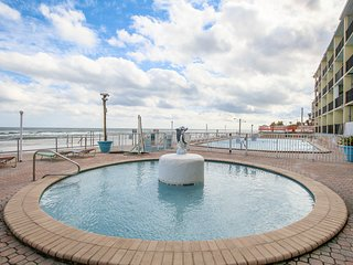 NEW LISTING! Inviting studio w/shared pool & short walk to pier