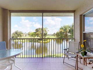 Lakefront condo w/ shared pool, tennis, on-site golf & scenic views