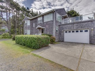 Oceanview home with Ping-Pong & a lovely deck, walk to the beach!