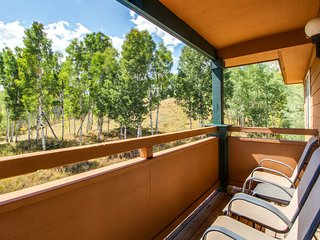 Condo w/ large private garage and lovely views, near slopes & Dillon Reservoir