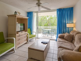 Dog-friendly Sunrise Suites condo w/ shared pool, & hot tub!
