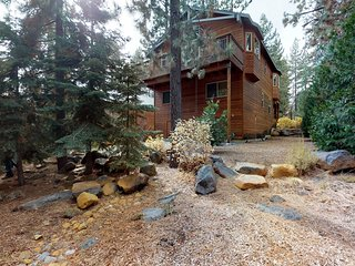 Spacious cabin w/fireplace-near skiing/hiking/biking & Lake Tahoe