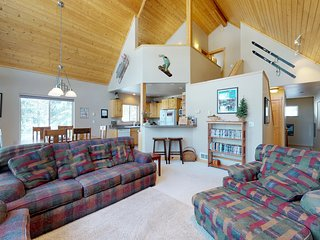 Spacious cabin w/shared pool, hot tub - near town & outdoor activities, dogs ok!