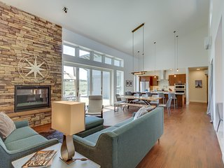 Beautiful contemporary house w/mountain views in tranquil location