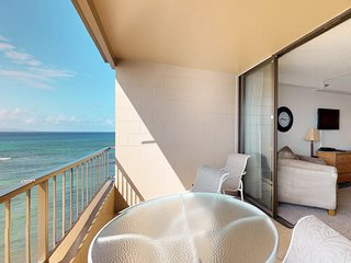 Oceanview studio suite with easy beach access, shared pool, hot tub, and more!
