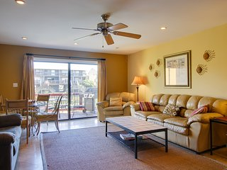 Family-friendly townhome, steps to a pond & Pensacola Beach - snowbirds welcome!