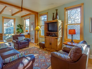 Remodeled Victorian in downtown Durango w/ backyard w/hammock & covered patio!