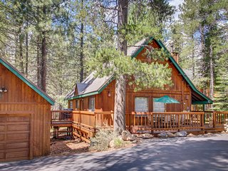 Roomy, cabin-style home w/ on-site golf & shared pool, hot tub - skiing nearby!