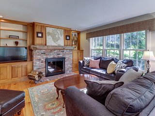 Beautiful home w/ a shared pool overlooking a garden & pond - walk to stores
