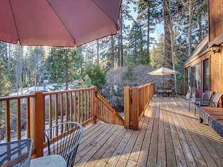 Lovely home w/ private deck & lake/mountain views - walk to golf, beach & town!