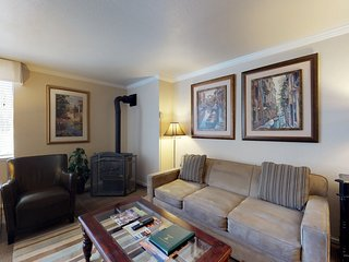 NEW LISTING! Cozy condo w/private lake access & view plus shared hot tub & pool