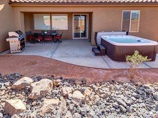 Modern, elegant vacation rental w/ private hot tub, shared pool & hot tub & more