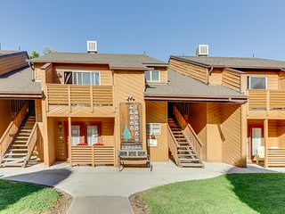 Newly renovated condo w/ shared hot tub - walk to downtown, close to Arches!