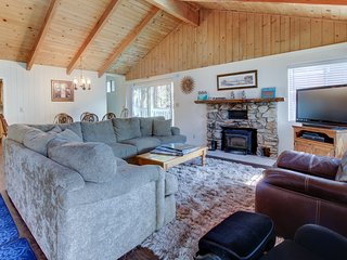 Cozy home offers quiet woodland surroundings w/ easy access to skiing & lake!