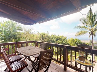 Ocean view house w/deck, balcony, private hot tub & large yard