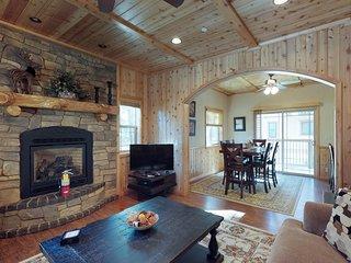 Cozy duplex w/equipped kitchen & free WiFi-walk to Snow Summit!