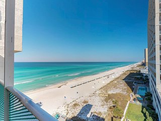 Comfortable beachfront condo w/ a shared pool & easy beach access!