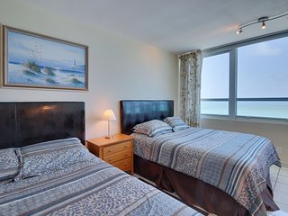 Ocean view studio with direct beach access and a shared pool & tennis court!