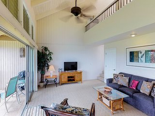 Two-story condo w/ amazing ocean views, shared hot tub & pool - walk to beach!