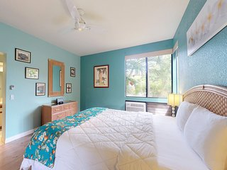 NEW LISTING! Bright, welcoming condo w/shared pool, hot tub, grill, balcony
