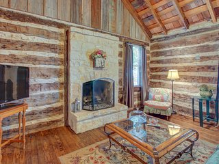 Dog-friendly cabin with a fireplace & tasting rooms on-site!