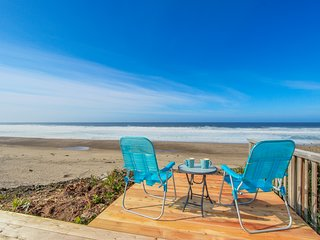 Bright and cozy oceanfront home w/ easy beach access and amazing views