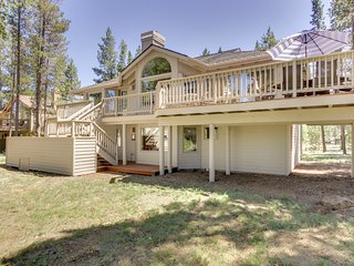 Family-friendly house w/private hot tub, SHARC passes/pool access, close to ski!