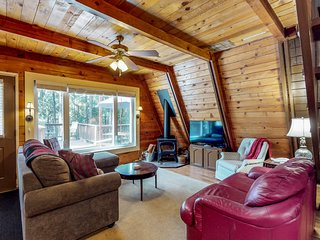 NEW LISTING! Quaint cabin with 2 decks near lake, beach, fishing, and hiking