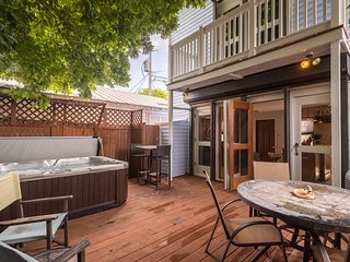 Charming house w/ private patio  - great central location, dogs OK