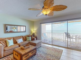 NEW LISTING! Upscale condo w/shared pool & Gulf views, moments from beach