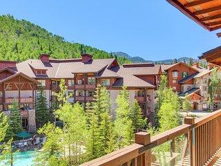 Custom condo w/ ski-in/ski-out access, shared hot tub, pool & more!