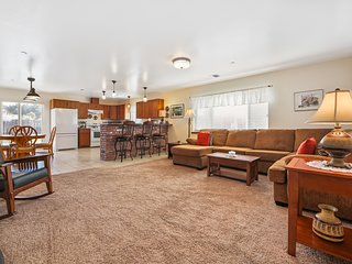 Comfortable single-level home w/ sunny patio, close to the coast & Noyo River!