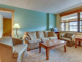 Cozy, modern condo near skiing w/ enclosed, private balcony & shared hot tub!